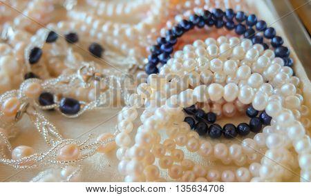 image of mixed abalone jewelry in tray(necklaceearringbanglebracelet bangle anklet)