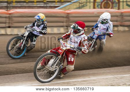 Rivne Ukraine - 11 Oktober 2015: Unknown rider overcomes the track at the Open Cup Speedway to the day of the city Rivne