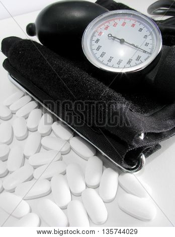 Device for measuring blood pressure and white pills