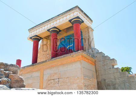 North Entrance with charging bull fresco at the Knossos palace. Greece island Greece.