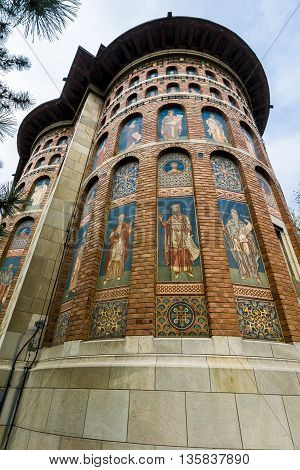 Royal Saint Nicholas Church was founded by Stefan cel Mare or Stephen the Great, between 1491-1492 and it stands for the oldest religious dwelling in Iasi.