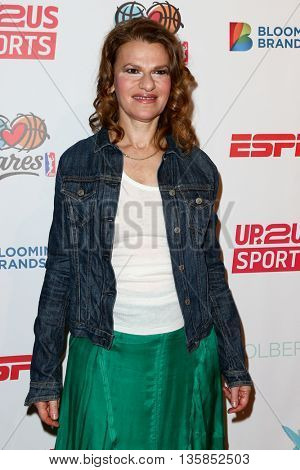 NEW YORK, NY-JUNE 3: Sandra Bernhard attends the 2015 Up2Us Sports Gala at IAC Building on June 3, 2015 in New York City.