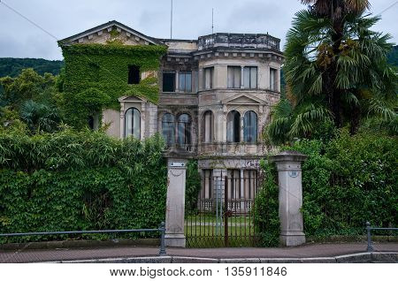 ancient and beautiful nineteenth century villa in disuse located in Stresa