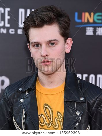 LOS ANGELES - JUN 20:  Travis Tope arrives to the
