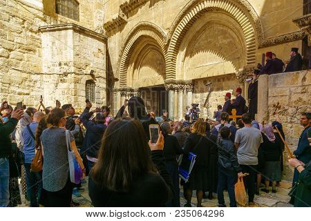 Jerusalem, Israel - April 6, 2018: Orthodox Good Friday In The Entry Yard Of The Church Of The Holy