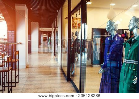 Kharkiv, Ukraine, April 5, 2018. Manikins Dressed In Gowns On Showcase Of A Store In Shopping Center