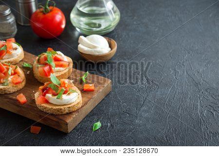 Italian Bruschetta With Chopped Tomatoes, Basil, Mozzarella Cheese And Balsamic Vinegar. Fresh Homem