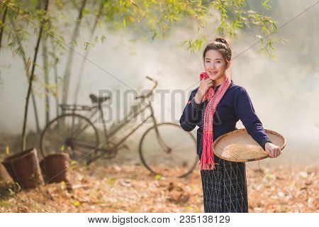 Lifestyle Of Rural Asian Women In The Field Countryside Thailand.daily Life Of Rural Women In Thaila