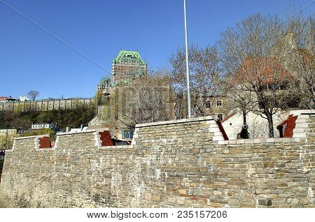 The Royal Battery Is A Battery Erected In 1691 On The North Shore Of The St. Lawrence River Near Pla