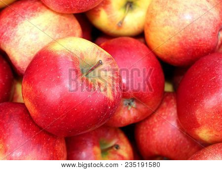 Red Big Apples Background