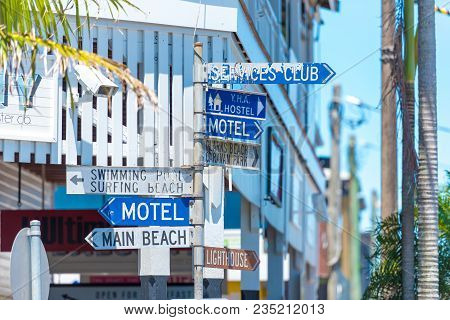 Byron Bay, Nsw, Australia- January 3, 2018: Touristic Guidance Directional Signs On Pole In Byron Ba