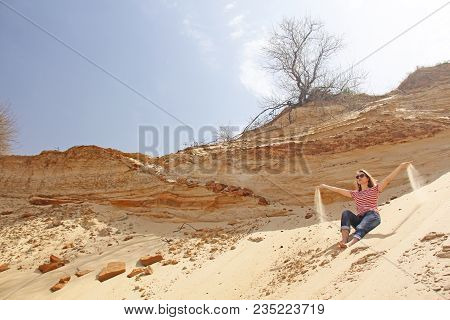 Beautiful Sand Desert With Blue Sky And White Clouds. Dunes Of The Desert. Views Of Sand Dunes. The
