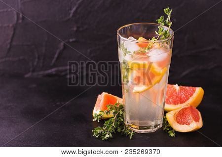 Gin Bitter Lemon With Thyme And Grapefruit. Fruit Lemonade.
