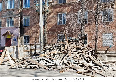 Volgograd - April 8: When Repairing The Roof Of The Old Three-storey Building Construction Materials