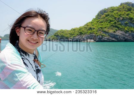 Teenage Girl Wear Spectacles Are Traveling By Boat To Enjoy Beautiful Views Of The Sea And The Islan