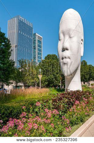 Chicago, Illinois, Usa - August 15, 2014: The Awilda Biggest Head Sculpture Of Spanish Sculptor Jaum