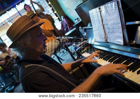 New Orleans, Louisiana - June 20, 2014: Jazz Musician Playing The Piano At The Spotted Cat Music Clu