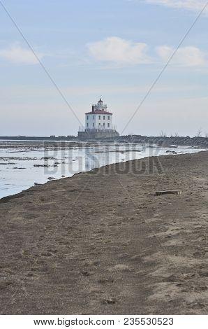Mentor Headlands Lighthouse, Mentor, Ohio Usa Along Lake Erie Shoreline