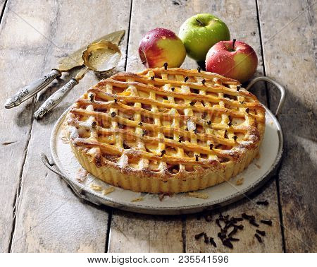 Old Fashioned Apple Pie With Lattice Top