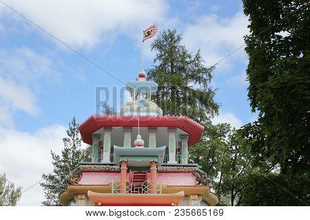 Saint-petersburg, Russia - July 10 , 2014: Chinese Creaky Arbor In The Park In Tsarskoe Selo