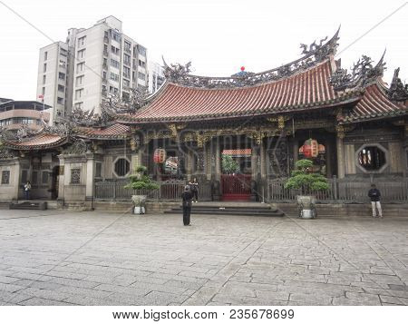 Taipei, Taiwan - November 23 2016: Gate To Mengjia Longshan Buddhist Temple In Taipei City, Taiwan