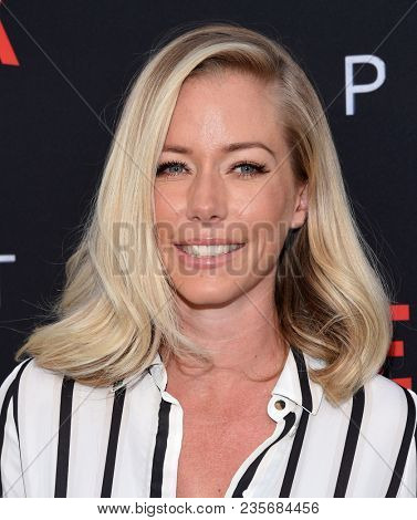 LOS ANGELES - APR 09:  Kendra Wilkinson arrives to the premiere of Netflix's