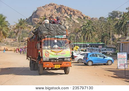 India, Hampi, 02 February 2018. A Beautiful Indian Truck Carries Or Carries Many Indian People.