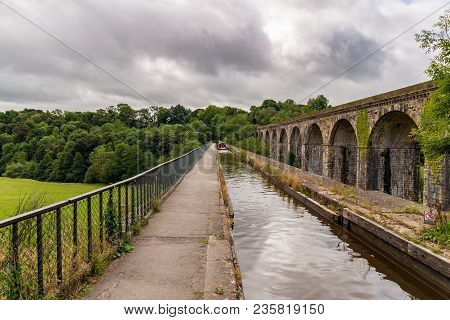 Chirk, Wrexham, Wales, Uk - August 31, 2016: A Person Steering A Narrowboat Over The Chirk Aqueduct