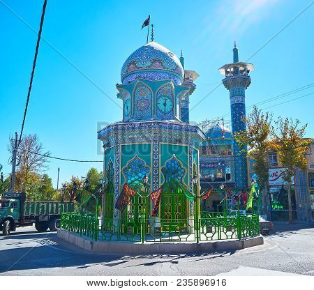 Rayen, Iran - October 16, 2017: The  Shrine Of Iran-iraq War Martyr Is Located Next To The Jameh Mos