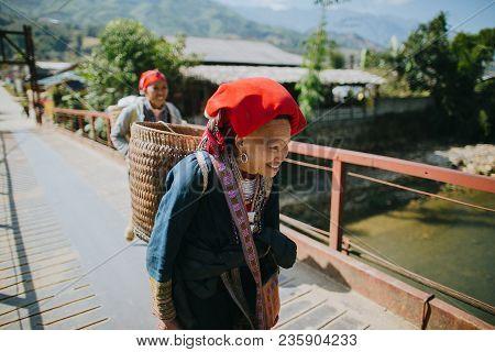 Sa Pa, Vietnam - 03 January, 2018: Vietnamese Women Carrying Baskets And Walking On Bridge In Sa Pa,