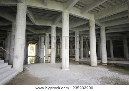 Structural concrete columns to support the weight