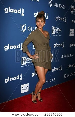 LOS ANGELES - APR 12:  Halle Berry at GLAAD Media Awards Los Angeles at Beverly Hilton Hotel on April 12, 2018 in Beverly Hills, CA