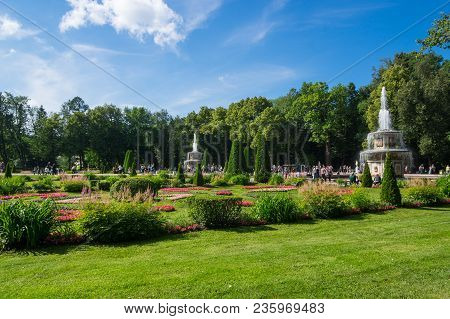Saint- Petersburg, Russia - July 11, 2016: The Roman Fountains In The Garden Of Lower Park In Peterh