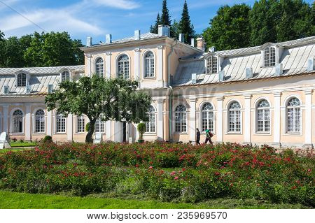 Saint- Petersburg, Russia - July 11, 2016: Buiding Of The Big Greenhouse In The Lower Garden Of Pete