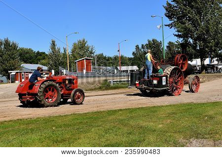 Dalton, Minnesota, Sept 8, 2017: An Old Advance Steam Engine Pulls A Mccormick Deering W 30 At The A