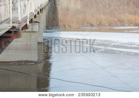 Ice Under The Bridge. The Ice Rested On The Bridge. A Large Ice Floe. Iceberg In The City.
