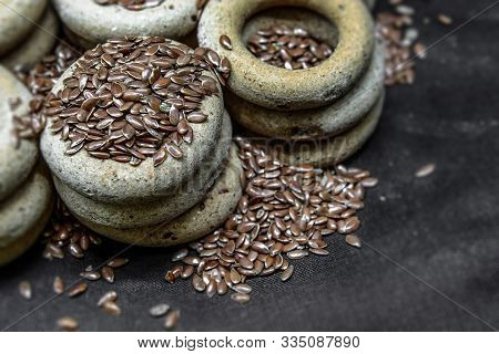 Useful Whole Grain Drying With Flax And Flax Seeds. Drying Lie On Top Of Each Other, Flax Seeds Are