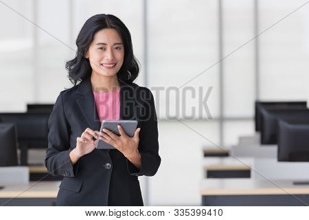 Close Up Shot Of Beautiful Asian Businesswoman Using Tablet Computer And Delighted With Her Chosen W