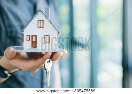 Real Estate Broker Residential House Rent Listing Contract.