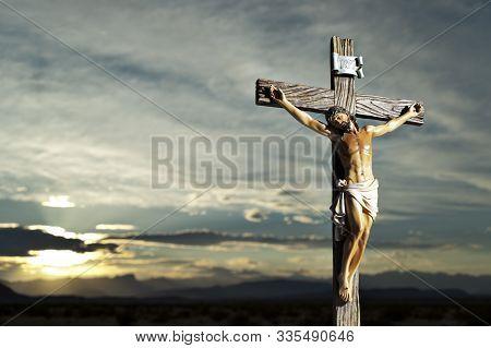Christ On The Cross 2760
