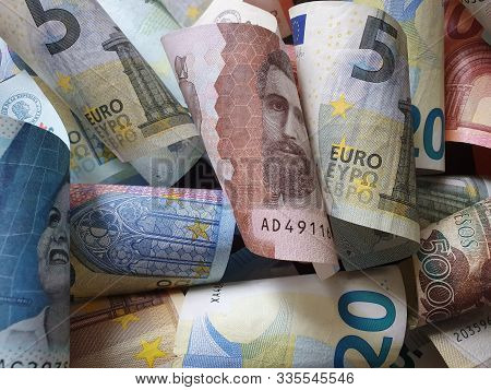 Approach To Colombian Banknotes And European Bills Unorganized