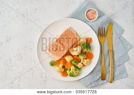 Steam Salmon And Vegetables, Paleo, Keto, Fodmap, Dash Diet. Mediterranean Diet With Steamed Vegetab