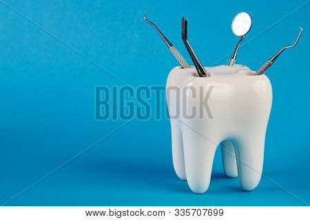 Dental Tooth Model With Metal Medical Dentistry Equipment