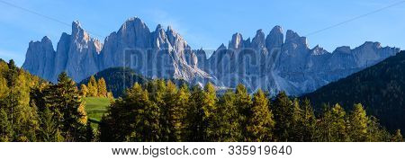 Autumn Evening Santa Magdalena Famous Italy Dolomites Village Surroundings In Front Of The Geisler O
