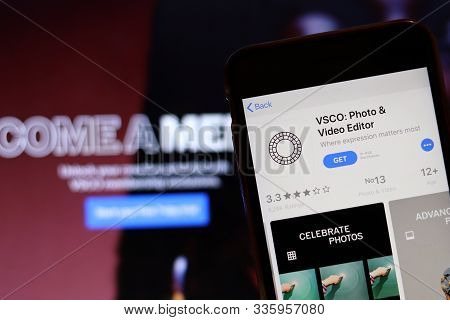 Los Angeles, California, Usa - 26 November 2019: Vsco Icon On Phone Screen With Logo On Blurry Backg