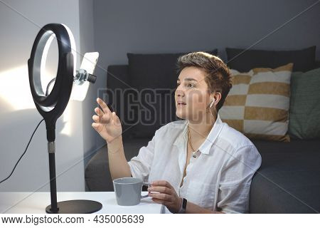 Woman Blogger Is Broadcasting From Smartphone From Her Home. Studio Lighting For Blogger. Millennial