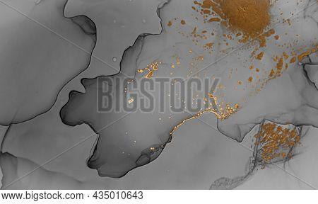 Alcohol Ink. Golden Marble Effect. Oil Wave Wallpaper. Alcohol Ink Illustration. Geode Art. Fluid Fl