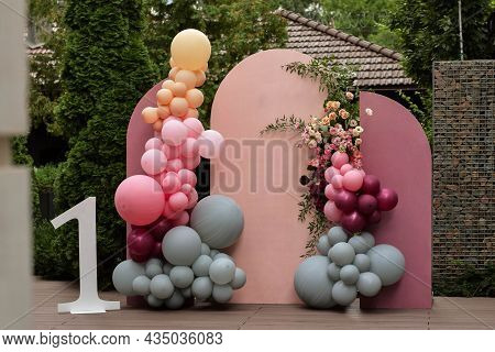 Children's Photo Zone With A Lot Of Balloons. Decorations For A One Year Old Girls Birthday Party. C
