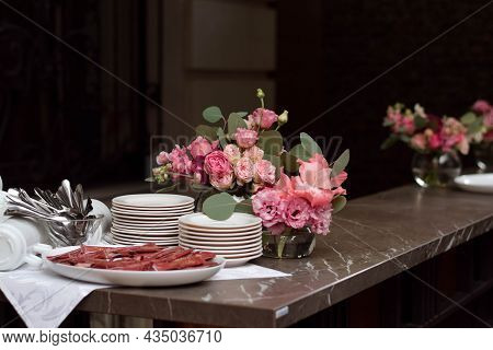 An Image Of A Vibrant Flower Arrangement On An Upscale Bar