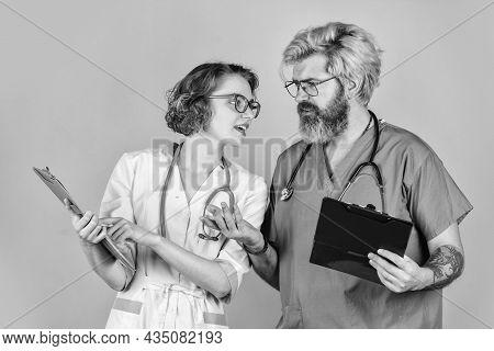 Medical Education. Evidence Based Medicine. Doctors Meeting. Doctor And Nurse Communicating. Virus T